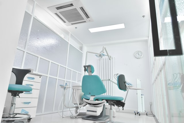 implant dentar fast & fixed este